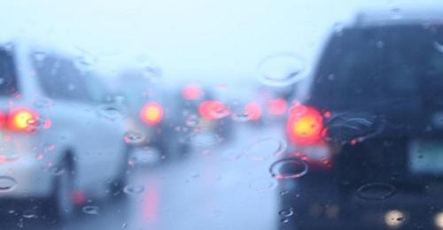 coda-sotto-la-pioggia.jpg (500×260)