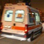 Incidente stradale tra scooter e furgone. Due feriti
