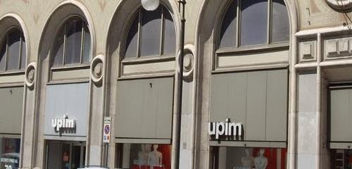 Ruba capi di abbigliamento in due negozi del centro. Ventenne ... edc7592410a