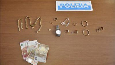 Arrestata collaboratrice domestica di 31 anni per furto di contanti e preziosi