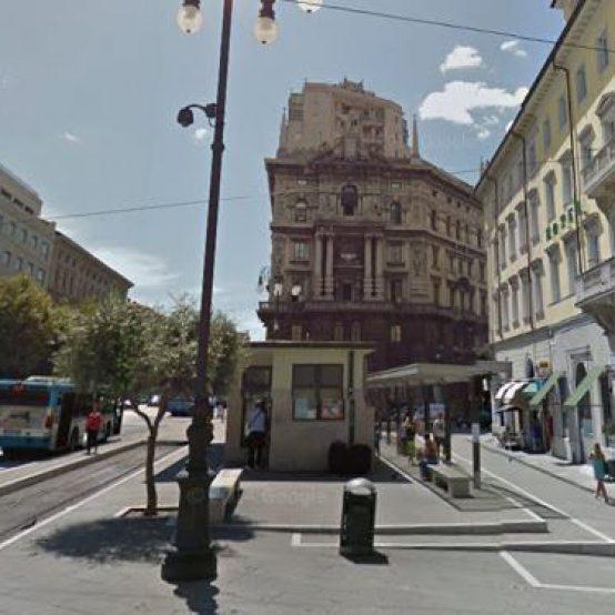 Furto al bar del capolinea del tram in piazza Oberdan, in manette un uomo di 37 anni