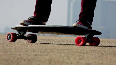Con lo skate lungo via Sette Fontane: rimedia due multe in pochi minuti
