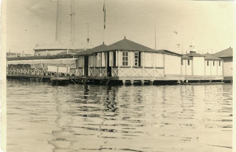 Trieste in costume storia dei bagni galleggianti nell 39 ottocento trieste all news - Bagno lanterna trieste ...