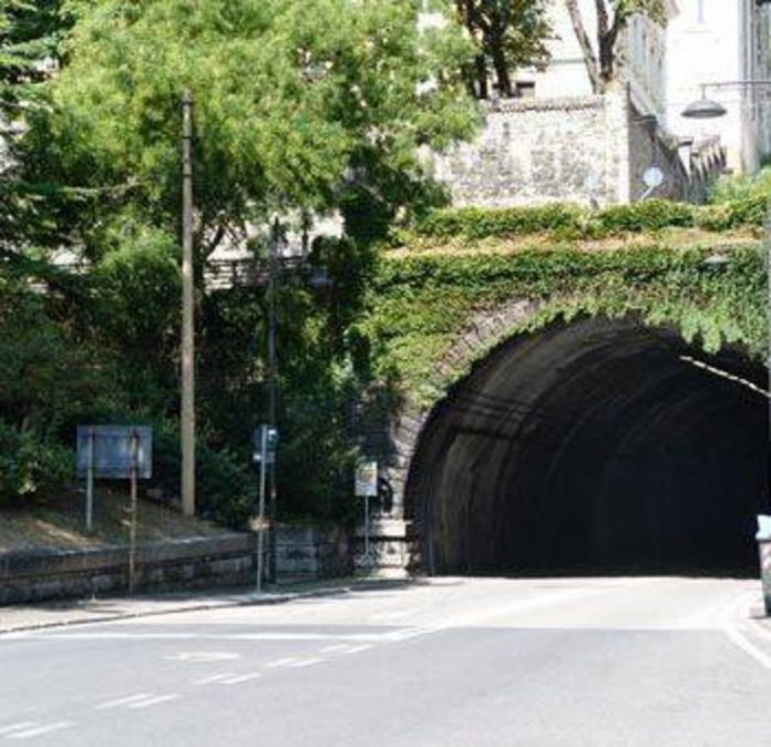 Modifiche viabilit in piazza sansovino per l for Mobilia trieste piazza sansovino