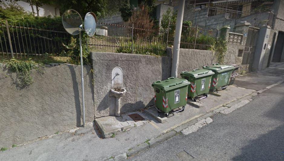 Damiano Due Mobili.Degrado Urbano Deturpata La Storica Fontanella Di Via