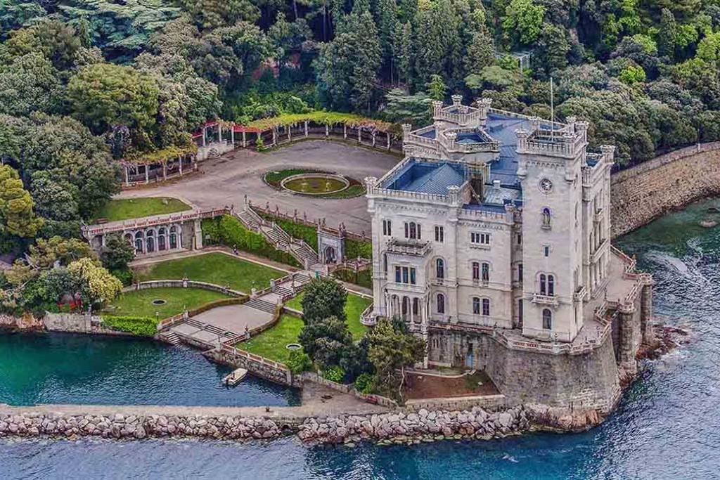 Trieste Il Castello Di Miramare Inaugura L Ascensore Con Il Concerto Di Natale Trieste News